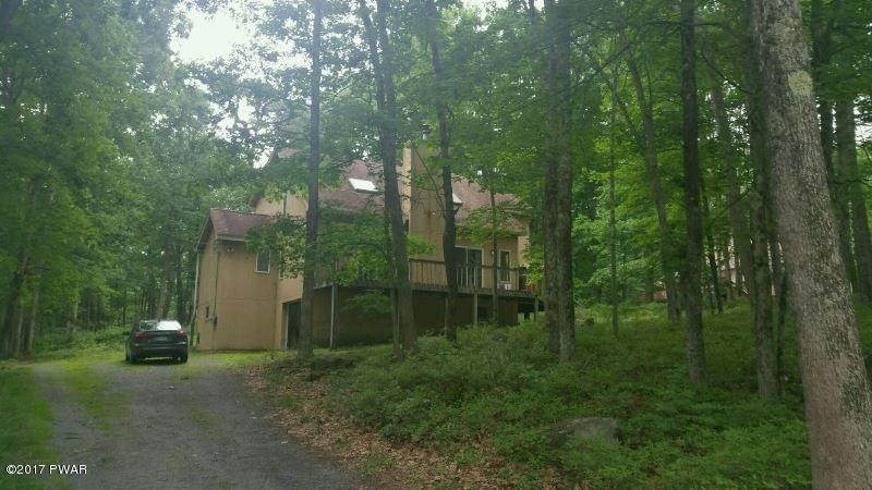 802 Roundup Ct, Lords Valley, PA 18428