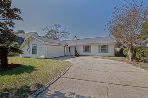 Photo of 211 Seville Cir, Mary Esther, FL 32569