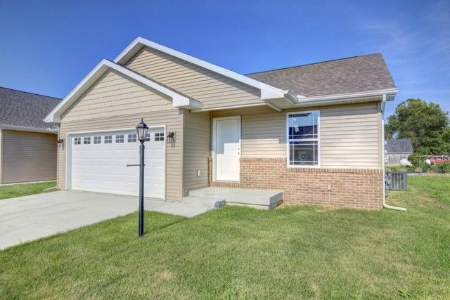 110 Sunset Ct, Fisher, IL 61843