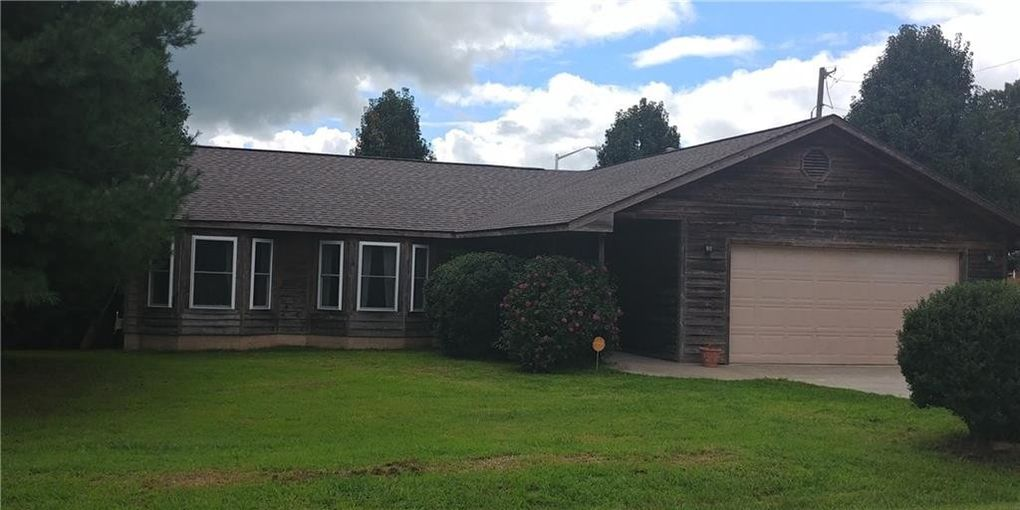 111 8th Ave Nw, Gravette, AR 72736