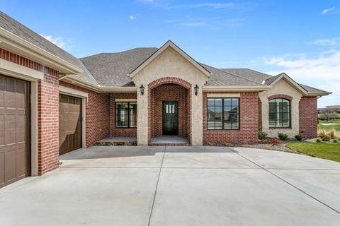 1611 N Red Oaks Ct, Wichita, KS 67206