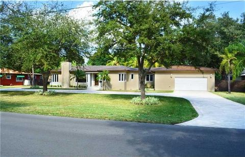 955 Hunting Lodge Dr, Miami Springs, FL 33166