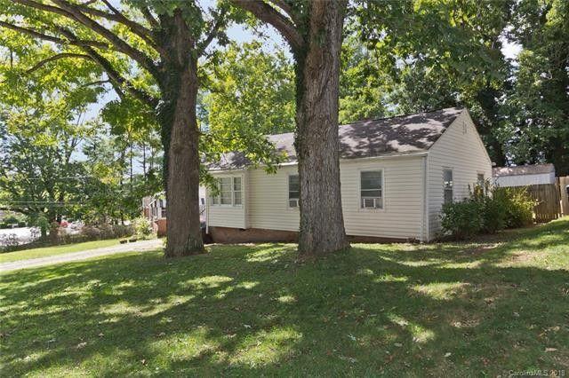 8 Wilburn Rd, Asheville, NC 28806
