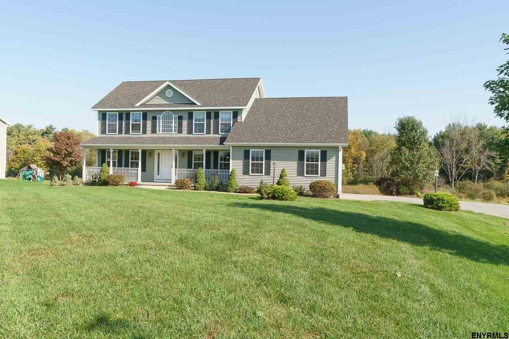 24 Willow Creek Ct Slingerlands, NY 12159