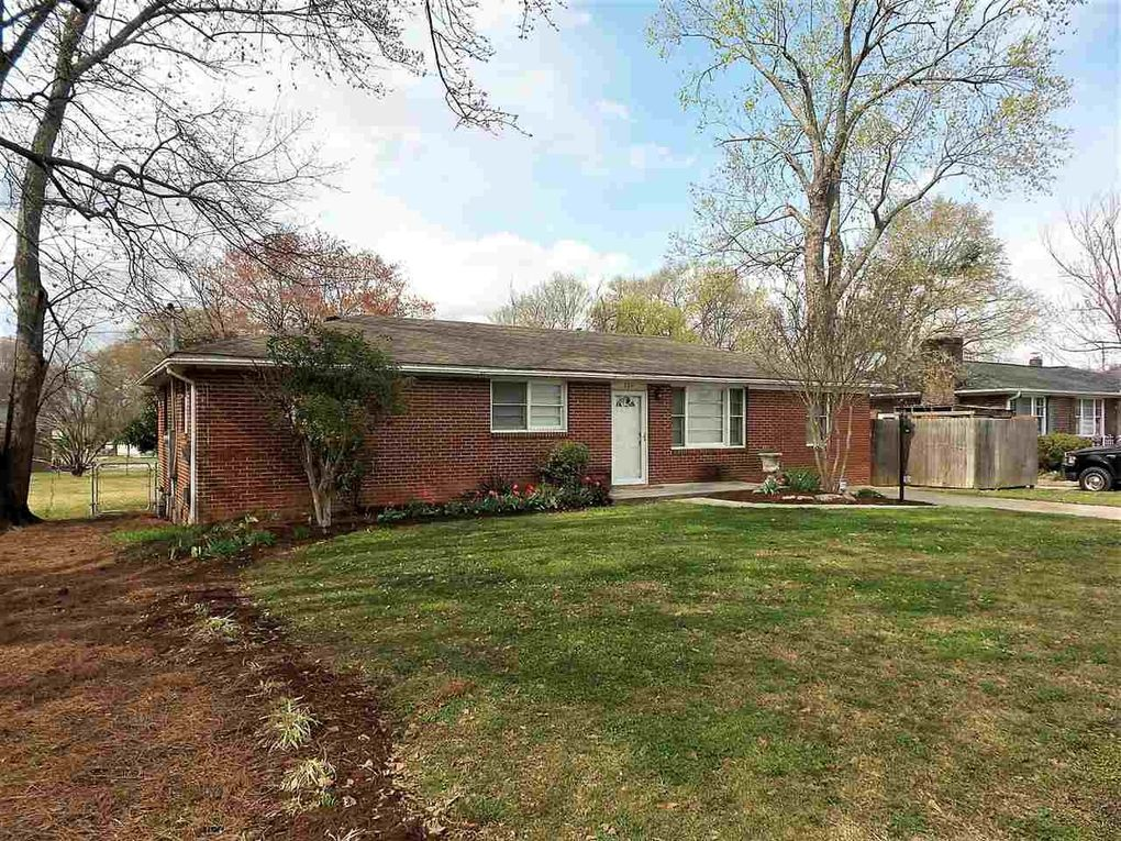 106 Page Dr, Greenville, SC 29611