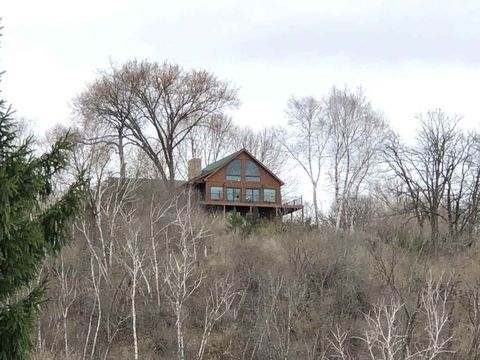Photo of 7955 Albe Rd, Cross Plains, WI 53528