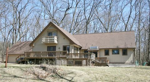 Photo of 67369 Crooked Creek Rd, White Pigeon, MI 49099