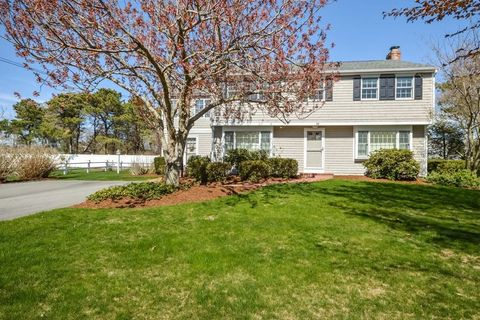 29 Main Entry, Falmouth, MA 02555