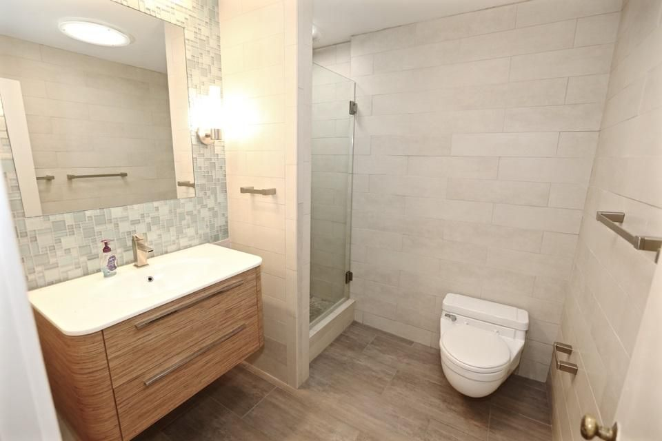 4506 meadowhill dr jackson ms 39206 for Bathroom remodel jackson ms