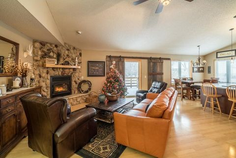 817 86th Ln Nw, Coon Rapids, MN 55433