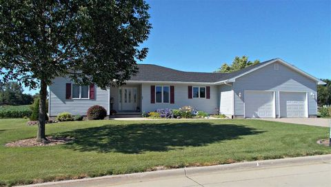 802 Ne North View Dr, Independence, IA 50644