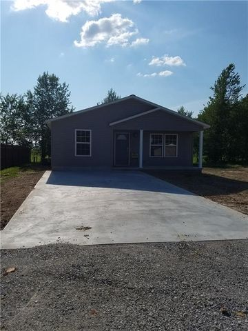 Photo of 1012 Surrey Ln, Green Forest, AR 72638
