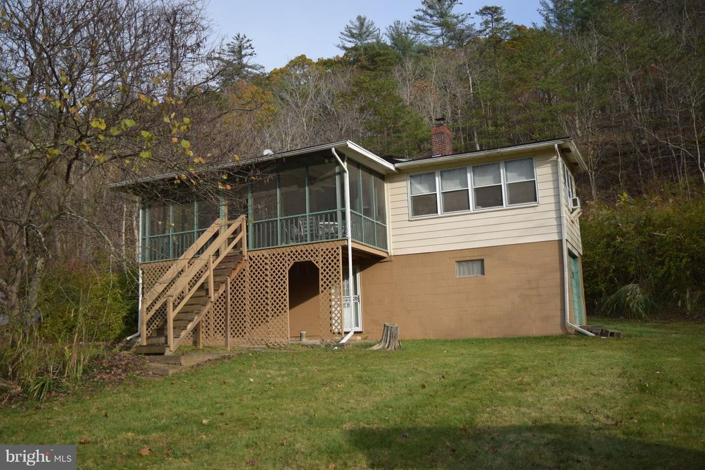 13660 Cacapon Rd, Great Cacapon, WV 25422