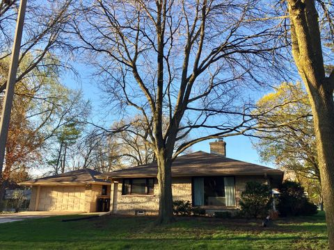 Photo of 1674 N 118th St, Wauwatosa, WI 53226
