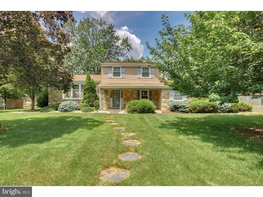 3882 Donna Dr Huntingdon Valley, PA 19006