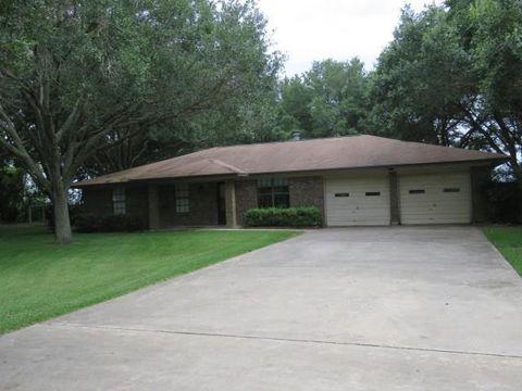 Photo of 401 Meadowbrook Dr, El Campo, TX 77437