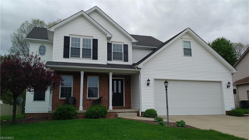 10550 Carrousel Woods Dr, New Middletown, OH 44442