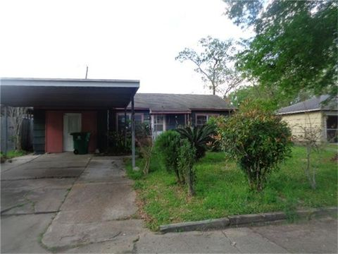 5727 Belmark St, Houston, TX 77033