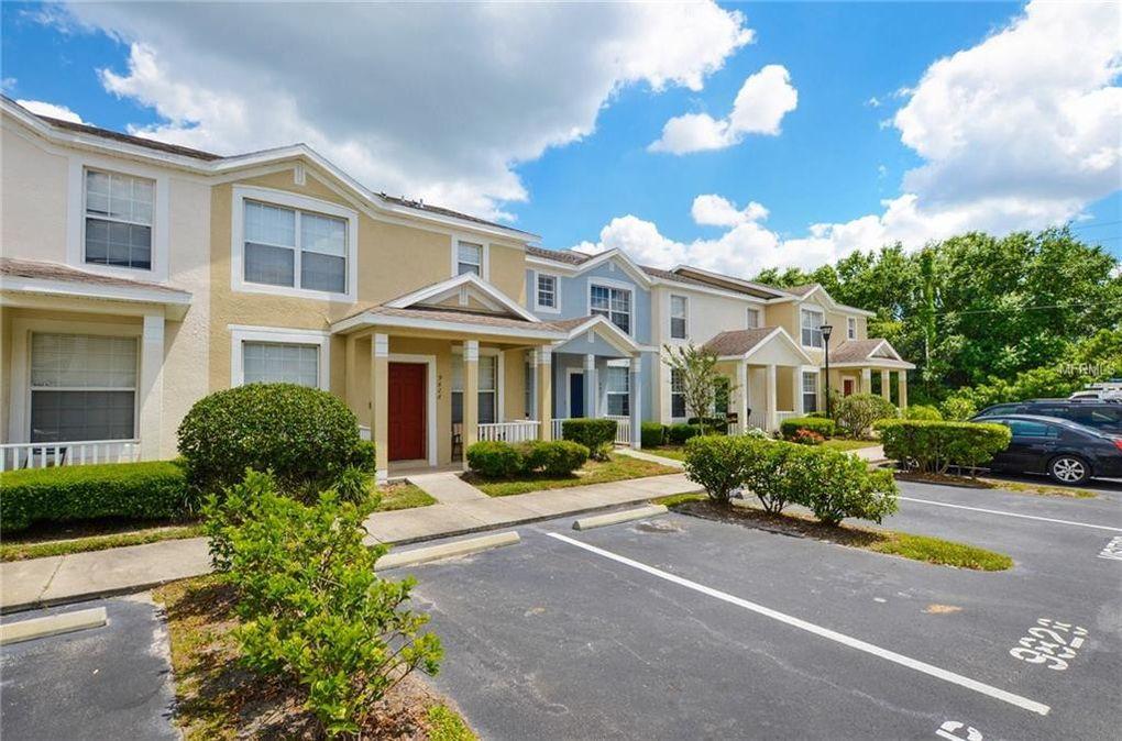 9828 Carlsdale Dr, Riverview, FL 33578