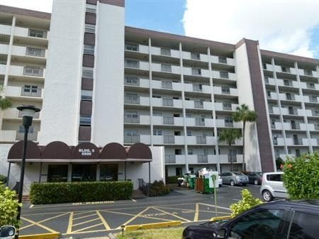 5900 nw 44th st apt 415 lauderhill fl 33319 recently for 44th street salon