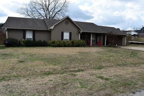Photo of 501 Linden St, New Albany, MS 38652