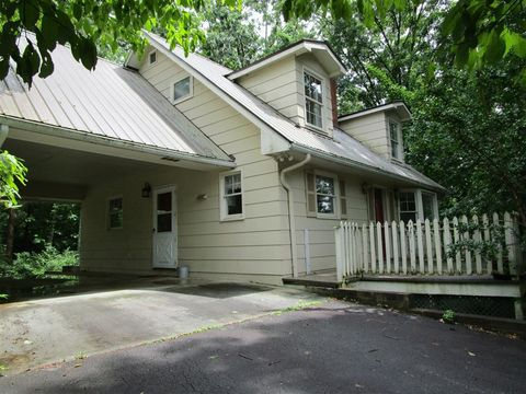 Photo of 187 Windsong Ln, Franklin, NC 28734