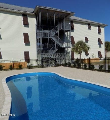 699 Dunbar Ave Apt 204, Bay Saint Louis, MS 39520