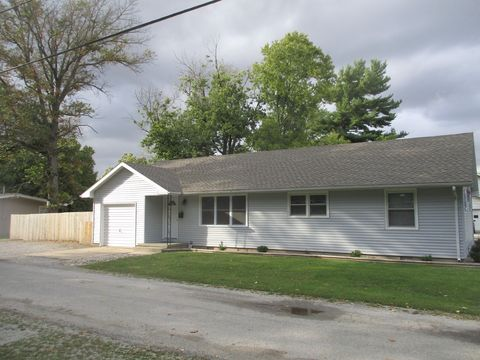 Photo of 510 Cherry St, Tuscola, IL 61953