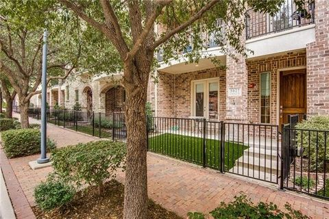 Photo Of 5027 Calloway Dr Addison Tx 75001 Townhome For Rent
