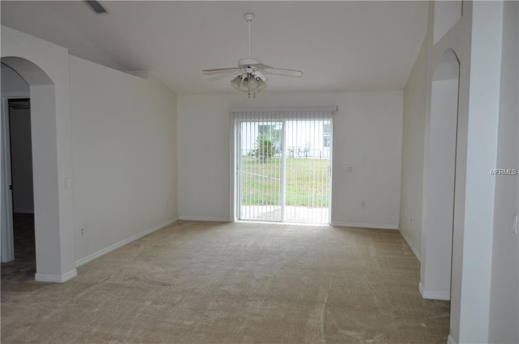 7002 Crown Lake Dr, Gibsonton, FL 33534