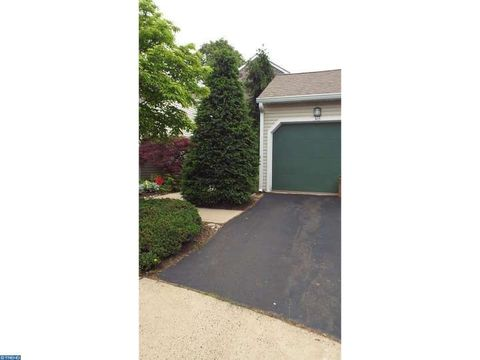 303 Potters Ct, Holland, PA 18966