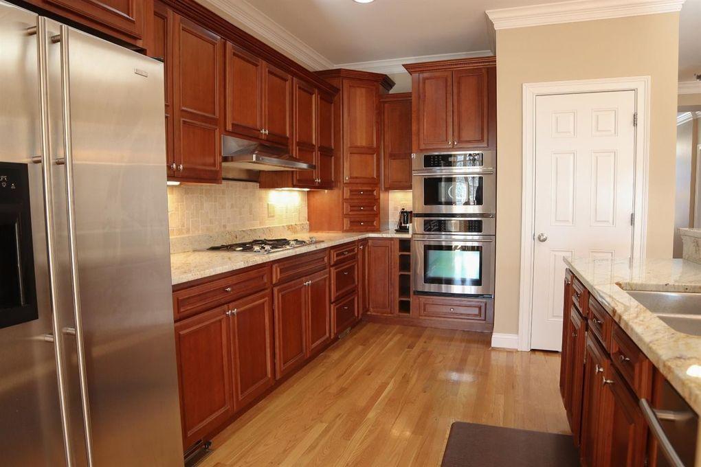 3211 Golden Ave, Cincinnati, OH 45226 - Kitchen