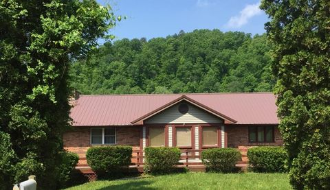 Photo of 189 Pine Hill Dr, Jackson, KY 41339