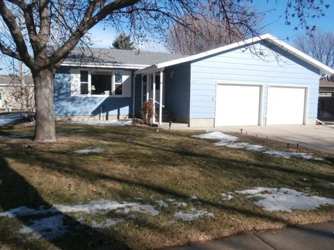 845 Madison Blvd Se, Huron, SD 57350