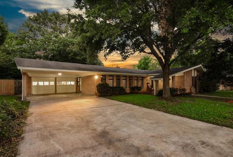 Photo of 2102 Oceanview Dr, Seabrook, TX 77586