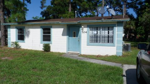 704 N 29th St, Fort Pierce, FL 34947