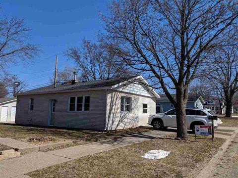 109 W Pine St, Prairie du Chien, WI 53821