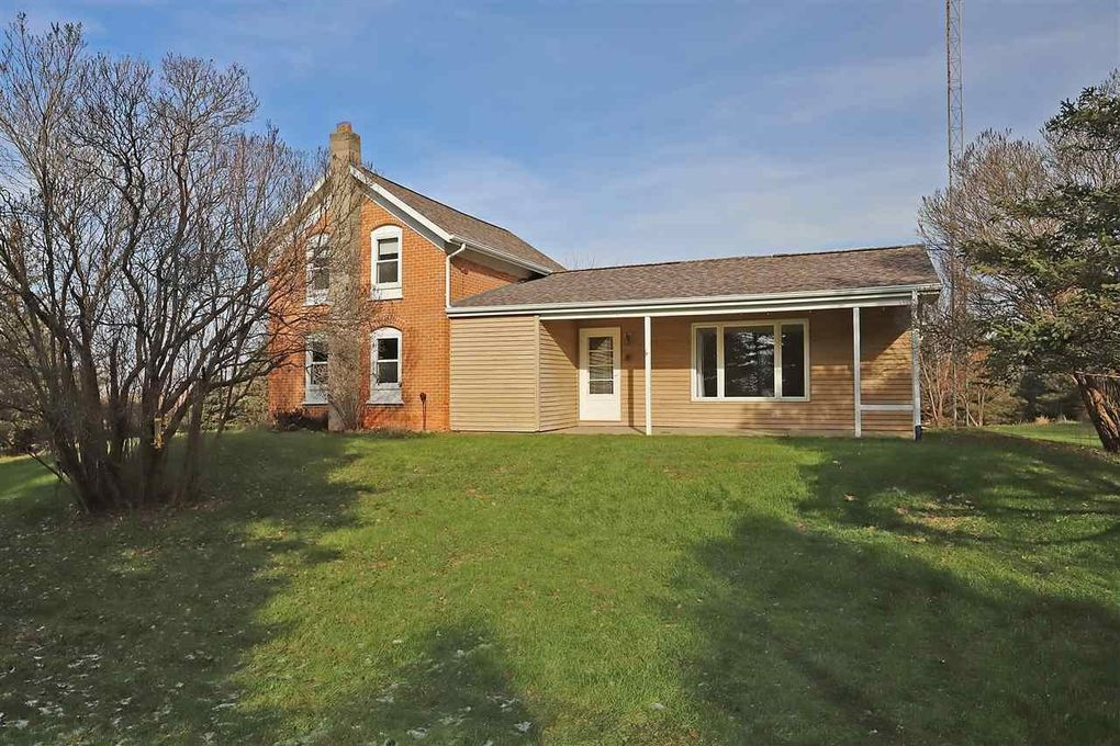 dee3d8efe33 W10314 County Rd S, NEW LONDON, WI 54961