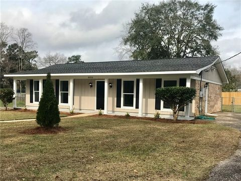 8016 Middle Ring Rd, Mobile, AL 36619