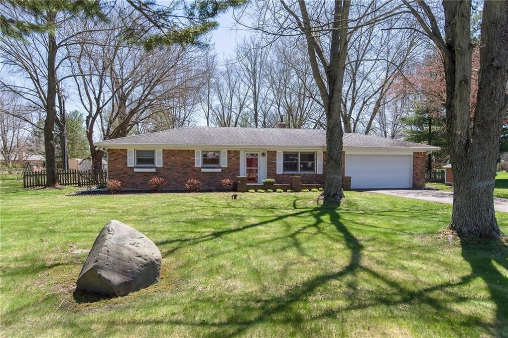 Charming 820 Eaglewood Dr, Zionsville, IN 46077