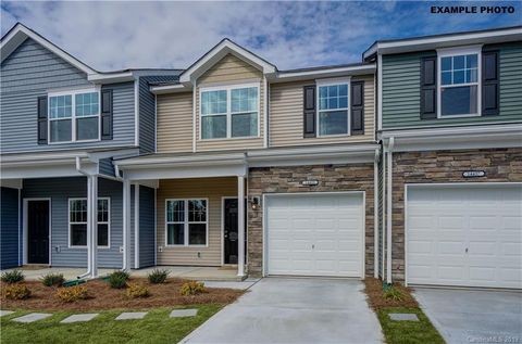 Photo of 15225 Wrights Crossing Dr, Charlotte, NC 28278