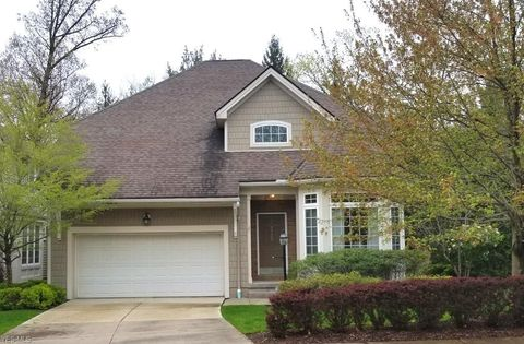 Photo of 3739 Edgehill Dr, Cleveland, OH 44121
