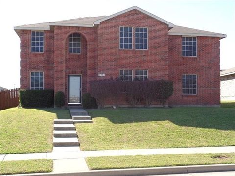 Photo of 2913 Rising Crest Dr, Lancaster, TX 75134