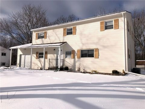 Photo of 348 Wildbriar Rd, Rochester, NY 14623