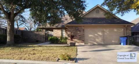 702 Cedar Pkwy, Seguin, TX 78155