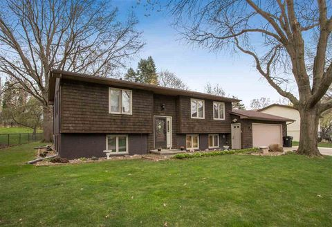 Photo of 1005 16th Ave, Coralville, IA 52241