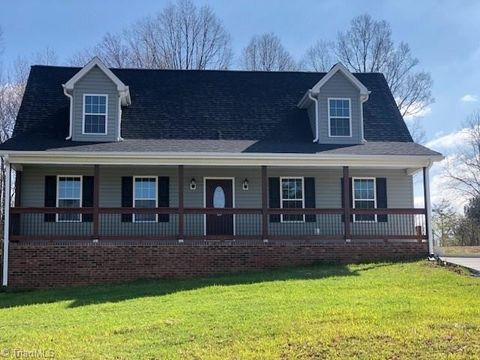 106 White Pine Rd, Stoneville, NC 27048