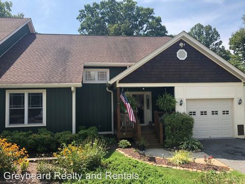 Photo of 1 Silver Lining Dr, Black Mountain, NC 28711