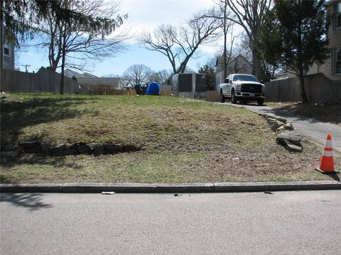 Photo of 48 Thomas Ave, Pawtucket, RI 02860