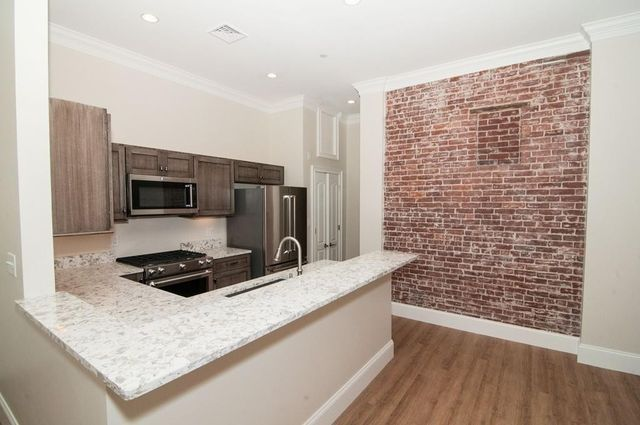 7 Russell St Apt 205, Plymouth, MA 02360
